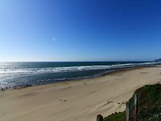 D Kite House-Beautiful 3 Bedroom, 2 Bathroom Ocean Front Home - Lincoln City vacation rentals