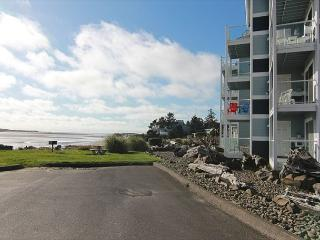 Bay Front Condo w/ Stunning Bay & Oceanviews, Shopping, Dining, Beach Nearby - Lincoln City vacation rentals