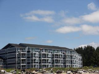 Amazing Bay and Ocean Views From a Luxury Condo! - Lincoln City vacation rentals