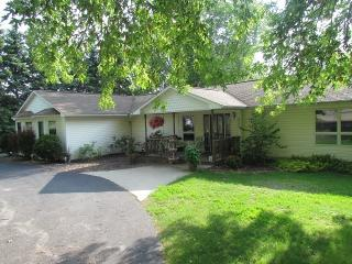 Spacious Family Home, Short Walk to Portage Lake - Onekama vacation rentals