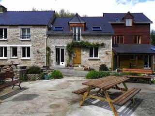 Perfect 1 bedroom Pontivy Gite with Deck - Pontivy vacation rentals