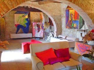 Bright 8 bedroom Torrita di Siena Farmhouse Barn with Deck - Torrita di Siena vacation rentals