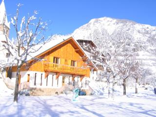 2 bedroom Ski chalet with Internet Access in Le Bourg-d'Oisans - Le Bourg-d'Oisans vacation rentals