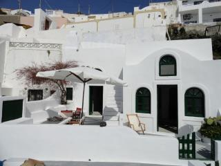 Great View,traditional cave house sleeps 10max!!! - Imerovigli vacation rentals