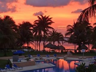 Charming Condo with Internet Access and A/C - Puerto Aventuras vacation rentals