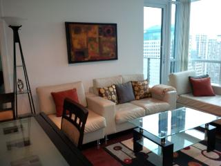 Downtown 2 Bedrooms + Den Condo, next to harbour - Toronto vacation rentals