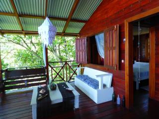 Charming 2 bedroom Isla Bastimentos House with Books - Isla Bastimentos vacation rentals