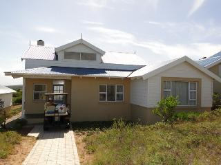 Cozy 2 bedroom Mossel Bay Lodge with Deck - Mossel Bay vacation rentals