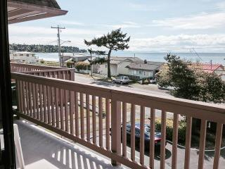 Cozy Condo with Internet Access and Shared Outdoor Pool - Birch Bay vacation rentals