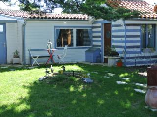Lovely Cottage with Internet Access and Kettle - Angoulins-sur-Mer vacation rentals