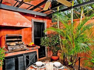 Enchanting villa- cable, internet, across from beach, private pool, a/c - Tamarindo vacation rentals