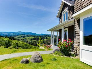 Dog-friendly home in pear orchard - private hot tub & views! - Hood River vacation rentals