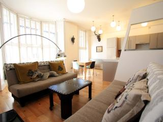 Stunning first floor balcony apartment near Palace Pier, beach and shops - Brighton vacation rentals