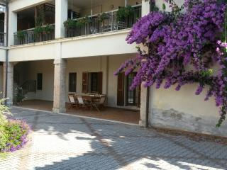 Cozy 2 bedroom Salò Townhouse with Dishwasher - Salò vacation rentals