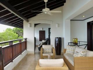 Sensational 3 Bedroom Penthouse overlooking Paynes Bay - Paynes Bay vacation rentals