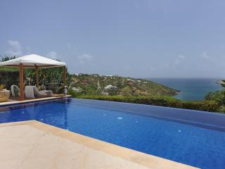 Sensational 3 Bedroom Villa Overlooking the Ocean in Marigot - Marigot vacation rentals