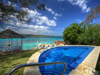Sea Haven - Ideal for Couples and Families, Beautiful Pool and Beach - Discovery Bay vacation rentals