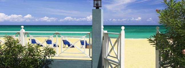 6 Bedroom Beachfront Villa in Runaway Bay - Image 1 - Runaway Bay - rentals