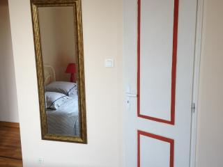 2 B. Flat Train Station / City - Montpellier vacation rentals