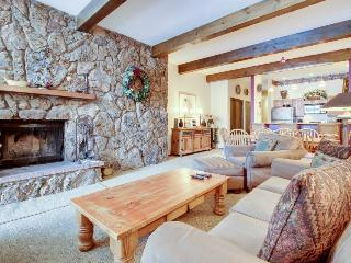 Elegant mountain condo with a shared pool, hot tubs, tennis & ski shuttle! - Avon vacation rentals