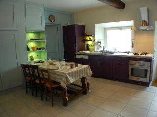 DUINGT, ancienne Bergerie, cap 6 pers - Duingt vacation rentals