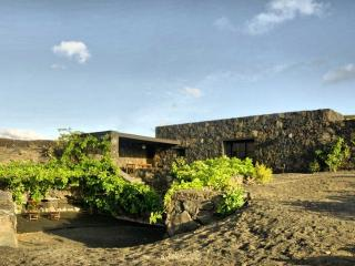 Eco-Casa Bianca, Eco friendly house in Lanzarote - Haria vacation rentals