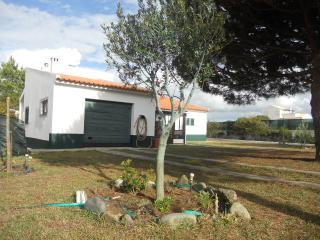 Lovely 4 bedroom House in Aljezur with Deck - Aljezur vacation rentals