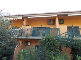 Comodo appartamento in residence - Campofelice di Roccella vacation rentals