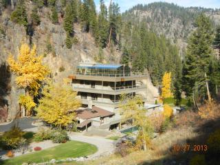 Beautiful Lodge with Deck and Central Heating - Hamilton vacation rentals