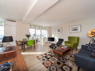 Central Brighton luxury 2 bed Apt with sea-views - Brighton vacation rentals