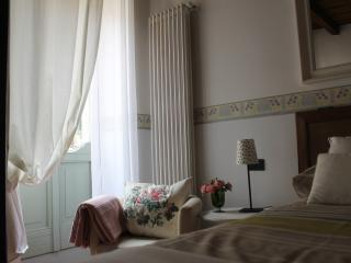 Nice cosy studio in the very heart of the town - Bergamo vacation rentals