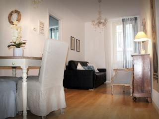 Graceful and elegant apartment in the city center - Bergamo vacation rentals