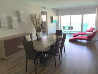 Amazing Ocean/Beach Front Apartment - 4 Persons !! - Hollywood vacation rentals