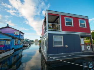 A Floating home in the SEA   REALLY . - Victoria vacation rentals