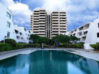 Sea View service apartment  (3 bedroom) - Pattaya vacation rentals
