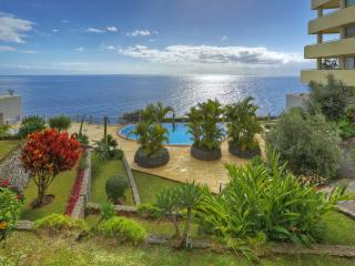 3-BEDROOM APARTMENT WITH POOL - SEA VIEWS - Funchal vacation rentals