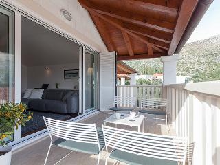 Maar deLuxe ideal next to Dubrovnik at Zaton bay - Zaton vacation rentals