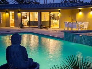 Mid-Century Deluxe~SPECIAL-TAKE 20% OFF ANY 5NT STAY THRU 12/10 - Palm Springs vacation rentals