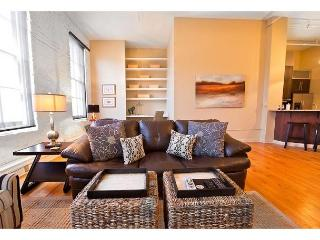 Huge loft in the bustling downtown shopping district - Savannah vacation rentals