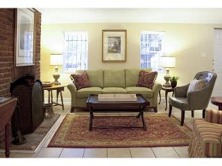Beautiful one bedroom with a  view of historic Chatham Square - Savannah vacation rentals
