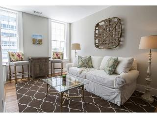 One bedroom home on Liberty Street with a King bed - Savannah vacation rentals