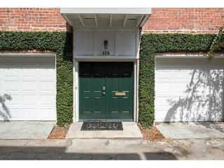 Updated carriage house in Savannah's Landmark Historic District - Savannah vacation rentals