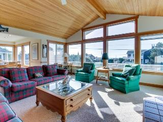 Spacious w/ocean & golf course views & ping-pong table! Two blocks from beach! - Gearhart vacation rentals