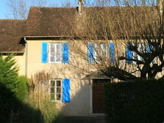 Bright 3 bedroom Gite in Saint-Benoit with Television - Saint-Benoit vacation rentals