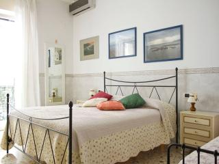 The right place for your holidays in Naples! Near the Centre and the Metro 1 - Naples vacation rentals