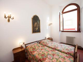 Beautiful apartment in front of the Accademia - Florence vacation rentals