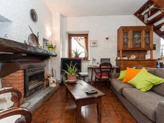 Romantic 1 bedroom Malgesso B&B with Internet Access - Malgesso vacation rentals