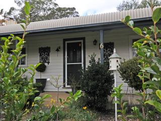 Beautiful 3 bedroom House in Bowral with Grill - Bowral vacation rentals