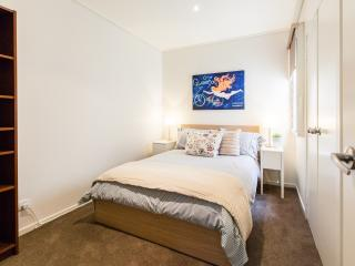 2 bedroom Apartment with Internet Access in South Melbourne - South Melbourne vacation rentals