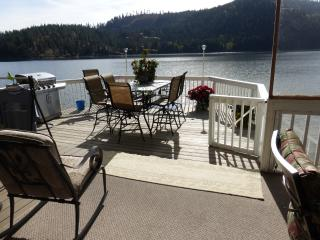 NEW! Lake Front - 5 Bedroom & 3 Bathroom - Hayden vacation rentals